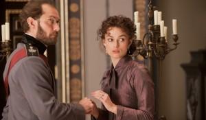 Jude Law (Karenin) en Keira Knightley (Anna Karenina) in Anna Karenina