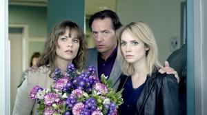Thom Hoffman (Simon Vogel), Angela Schijf (Babette Struyk) en Bracha van Doesburgh (Karen van der Made) in De Eetclub