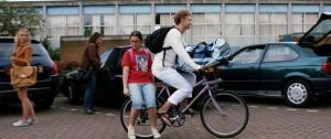 Vivian Dierickx (Eva) en Rafael Gareisen (Veit) in De Ontmaagding Van Eva Van End