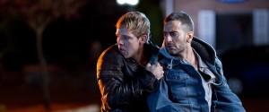 Max Thieriot (Kyle) en Marc Jacobs (Harvey) in Disconnect