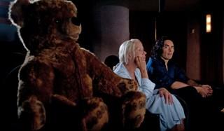 Helen Mirren en Russell Brand in Arthur