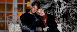 Jeremy Irvine (Adam) en Dakota Fanning (Tessa Scott) in Now Is Good
