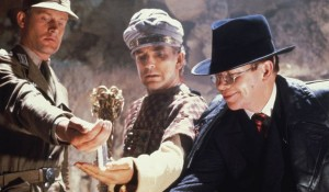 Wolf Kahler (Colonel Dietrich), Paul Freeman (Dr. Rene Belloq) en Ronald Lacey (Major Arnold Toht) in Raiders of the Lost Ark
