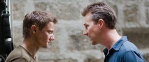Jeremy Renner (Aaron Cross) en Edward Norton (Byer) in The Bourne Legacy