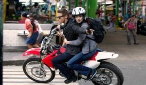 Jeremy Renner (Aaron Cross) en Rachel Weisz (Marta) in The Bourne Legacy