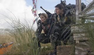 Emily Blunt en Tom Cruise in Edge of Tomorrow