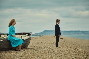 On Chesil Beach: Saoirse Ronan (Florence Ponting) en Billy Howle (Edward Mayhew)