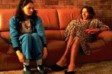 Miranda Otto zet een uitmuntende acteerprestatie neer - rechts George Shevtsov als de gewilde dj Ken Sherry (c) 1997 Miramax