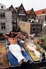 Hugo Metsers en Roeland Fernhout als de twee schelmen die geld te kort komen om iets groots te doen (c) De Telegraaf