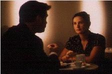 Jurylid Demi Moore belandt in de psychologische spelletjes van 'gluiperd' Alec Baldwin (c) Sony Pictures 1996.
