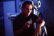 Tommy Lee Jones als de meedogenloze politieagent (c) 1998 Warner Bros.