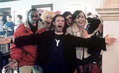 De vijf vrienden Shaun Parkes, Lorraine Pilkington, John Simm, Danny Dyer en Nicola Reynolds in Justin Kerrigan's 'Human Traffic' (c) 2000 Hector Bermejo/Miramax Films