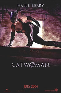 Halle Berry op poster 'Catwoman' © 2004 Warner Bros.