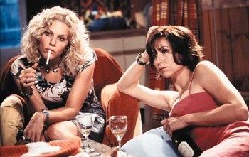 McCormack (l) en Driver spelen de twee vriendinnen in een vrouwelijke buddy-movie (c) 2000 Buena Vista Interntional