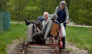 100-jarige man die uit het raam klom en verdween filmstill