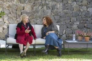 A casa tutti bene: Sandra Milo en Stefania Sandrelli (Alba)