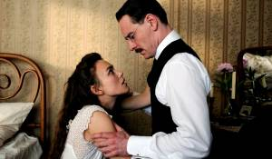 A Dangerous Method: Keira Knightley (Sabina Spielrein) en Michael Fassbender (Carl Jung)