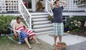 A Good Old Fashioned Orgy: Tyler Labine (McCrudden) en Jason Sudeikis (Eric)