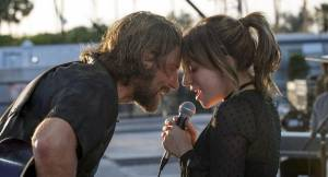 A Star Is Born: Bradley Cooper (Jackson Maine) en Lady Gaga (Ally)