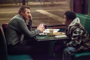 A Walk Among the Tombstones: Liam Neeson (Matt Scudder) en Astro (TJ)