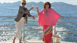 Absolutely Fabulous: The Movie: Joanna Lumley (Patsy Stone) en Jennifer Saunders (Edina Monsoon)