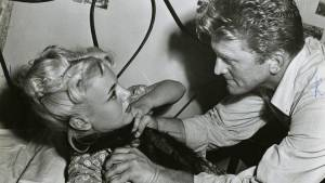 Ace in the Hole: Jan Sterling (Lorraine Minosa) en Kirk Douglas (Chuck Tatum)