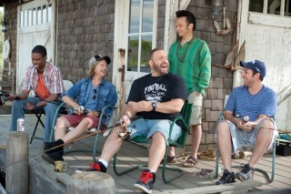 Kevin James, Chris Rock, Adam Sandler, Rob Schneider en David Spade in Grown Ups