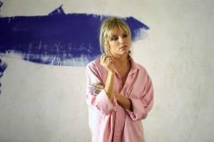 Alfie: Sienna Miller (Nikki)