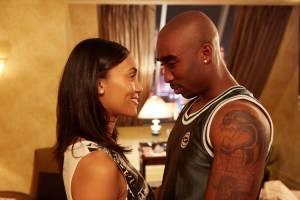All Eyez on Me: Katerina Graham (Jada Pinkett) en Demetrius Shipp Jr. (Tupac Shakur)