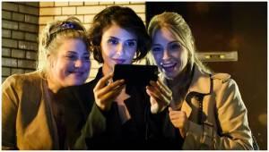 Esmée van Kampen (Lina), Maryam Hassouni (Sena) en Sarah Chronis (Nicole)