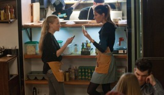 Amanda Seyfried en Jennifer Carpenter in Gone