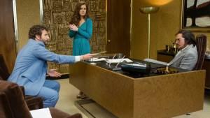 American Hustle: Bradley Cooper (Richie DiMaso), Amy Adams (Sydney Prosser) en Christian Bale (Irving Rosenfeld)