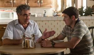 Eugene Levy (I) (Jim's Dad) en Jason Biggs (Jim)