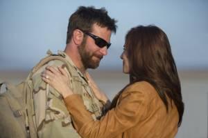 American Sniper: Bradley Cooper (Chris Kyle) en Sienna Miller (Taya Renae Kyle)