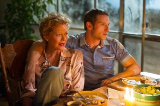 Annette Bening en Jamie Bell (I) in Film Stars Don't Die in Liverpool