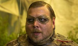 Antboy: Nicolas Bro (Dr. Gæmelkrå / Loppen)