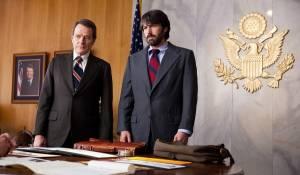Argo: Bryan Cranston (Jack O'Donnell) en Ben Affleck (Tony Mendez)
