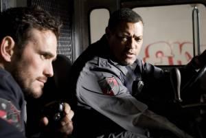 Armored: Matt Dillon (Mike Cochrone) en Laurence Fishburne (Baines)