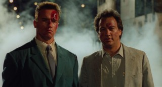 Arnold Schwarzenegger en James Belushi in Red Heat