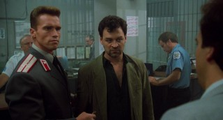 Arnold Schwarzenegger, Ed O'Ross en James Belushi in Red Heat