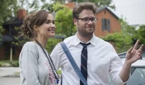 Bad Neighbours: Rose Byrne (Kelly Radner) en Zac Efron (Teddy Sanders)