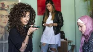 Bar Bahar: Mouna Hawa (Leila Bakhr), Shaden Kanboura (Noor) en Sana Jammelieh (Salma)