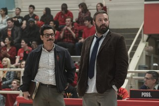 Al Madrigal en Ben Affleck in The Way Back