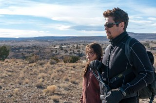 Isabela Moner en Benicio Del Toro in Sicario: Day of the Soldado