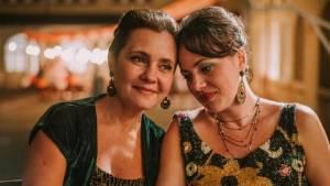Benzinho: Adriana Esteves (S?'nia) en Karine Teles (Irene)