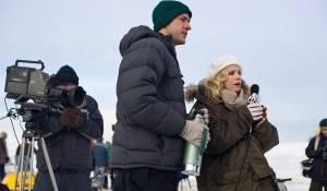Big Miracle: John Krasinski (Adam Carlson) en Kristen Bell