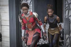 Black Panther 3D: Lupita Nyong'o (Nakia) en Letitia Wright (Shuri)