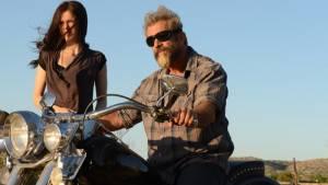 Erin Moriarty (Lydia) en Mel Gibson (John Link)