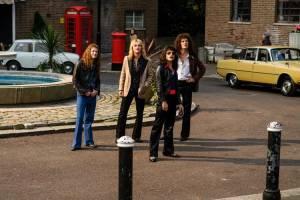 Bohemian Rhapsody: Joseph Mazzello (John Deacon), Ben Hardy (Roger Taylor), Rami Malek (Freddie Mercury) en Gwilym Lee (Brian May)