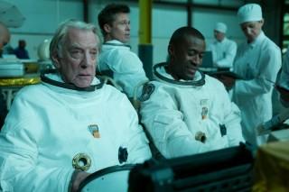 Donald Sutherland, Brad Pitt en Sean Blakemore in Ad Astra